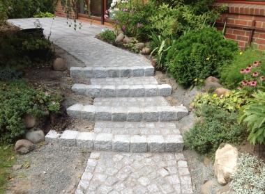 Granitgrosspflasterstufen
